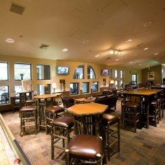 Отель William F. Bolger Center гостиничный бар