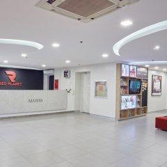 Отель Red Planet Manila Mabini Филиппины, Манила - 1 отзыв об отеле, цены и фото номеров - забронировать отель Red Planet Manila Mabini онлайн интерьер отеля фото 3