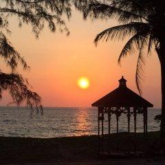 Отель Maikhao Palm Beach Resort пляж