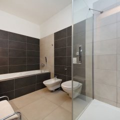 Отель Feel The HeartBeat Of Prague City Center ванная