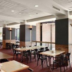 Отель Travelodge Hotel by Wyndham Montreal Centre Канада, Монреаль - отзывы, цены и фото номеров - забронировать отель Travelodge Hotel by Wyndham Montreal Centre онлайн гостиничный бар