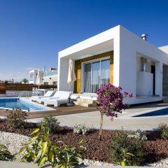 Отель Paradise Cove Luxurious Beach Villas Кипр, Пафос - отзывы, цены и фото номеров - забронировать отель Paradise Cove Luxurious Beach Villas онлайн бассейн фото 7