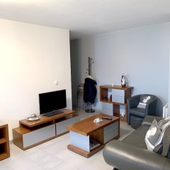 Апартаменты Apartment With 2 Bedrooms in Bagnolet, With Terrace and Wifi комната для гостей фото 3