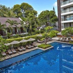 Отель Woodlands Suites Serviced Residences бассейн