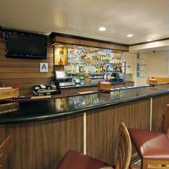 Отель Fairfield Inn by Marriott JFK Airport США, Нью-Йорк - отзывы, цены и фото номеров - забронировать отель Fairfield Inn by Marriott JFK Airport онлайн гостиничный бар