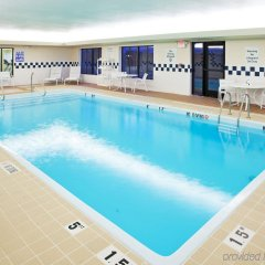 Отель Holiday Inn Express and Suites Lafayette East бассейн