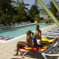 Отель Legends Beach Resort Ямайка, Негрил - отзывы, цены и фото номеров - забронировать отель Legends Beach Resort онлайн бассейн