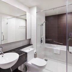 Отель PARKROYAL Serviced Suites Kuala Lumpur Малайзия, Куала-Лумпур - 1 отзыв об отеле, цены и фото номеров - забронировать отель PARKROYAL Serviced Suites Kuala Lumpur онлайн ванная