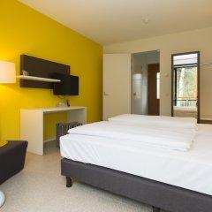 Отель Landgoed ISVW сейф в номере