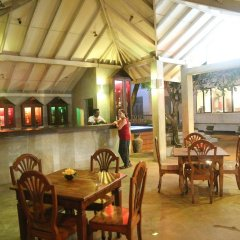 Отель Oasey Beach Hotel Шри-Ланка, Индурува - 2 отзыва об отеле, цены и фото номеров - забронировать отель Oasey Beach Hotel онлайн бассейн фото 3