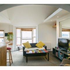 Отель Amazing One-bedroom Flat, Close to Brighton Beach комната для гостей фото 2