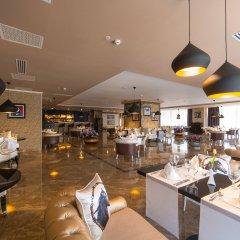 Отель Шера Парк Инн Алматы гостиничный бар