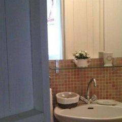 Отель La Maison Colline Франция, Сент-Эмильон - отзывы, цены и фото номеров - забронировать отель La Maison Colline онлайн ванная фото 2