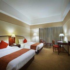 Отель Berjaya Makati Hotel Филиппины, Макати - отзывы, цены и фото номеров - забронировать отель Berjaya Makati Hotel онлайн комната для гостей фото 3