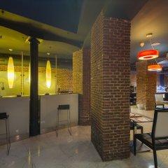 Отель Petit Palace Posada Del Peine гостиничный бар