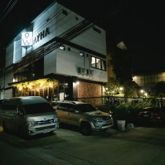 Wayha Hostel Don Mueang Airport парковка
