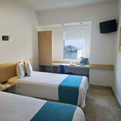 Отель One Acapulco Costera комната для гостей