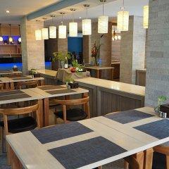 Отель Buri Tara Resort гостиничный бар