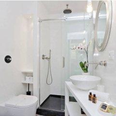Отель Charming flat near Colosseum Рим ванная