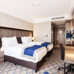 Отель Holiday Inn Kayseri - Duvenonu комната для гостей фото 3