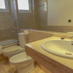 Отель S'Abanell Central Park Испания, Бланес - отзывы, цены и фото номеров - забронировать отель S'Abanell Central Park онлайн ванная фото 2