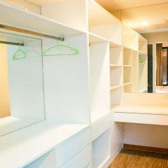 Апартаменты Sixty Six Pattaya Beach Road Apartment Паттайя сейф в номере