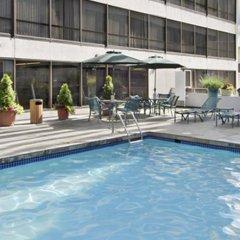 Отель Hyatt Regency Vancouver Канада, Ванкувер - 2 отзыва об отеле, цены и фото номеров - забронировать отель Hyatt Regency Vancouver онлайн бассейн