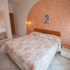 Отель Haidi House Bed and Breakfast Аджерола комната для гостей фото 3