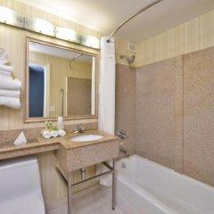 Отель Holiday Inn LaGuardia Airport США, Нью-Йорк - отзывы, цены и фото номеров - забронировать отель Holiday Inn LaGuardia Airport онлайн ванная