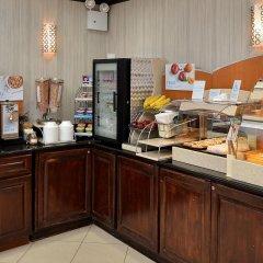 Отель Holiday Inn Express Kennedy Airport США, Нью-Йорк - 2 отзыва об отеле, цены и фото номеров - забронировать отель Holiday Inn Express Kennedy Airport онлайн питание фото 2
