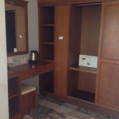 Отель Marina Beach Resort сейф в номере