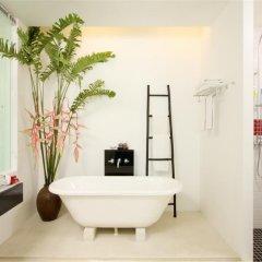 Отель The Old Phuket - Karon Beach Resort 4* Улучшенный номер с разными типами кроватей фото 10