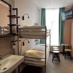 Отель Tourist Inn Budget Hotel - Hostel Нидерланды, Амстердам - 1 отзыв об отеле, цены и фото номеров - забронировать отель Tourist Inn Budget Hotel - Hostel онлайн ванная фото 3