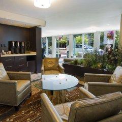 Отель Best Western PLUS Inner Harbour Hotel Канада, Виктория - отзывы, цены и фото номеров - забронировать отель Best Western PLUS Inner Harbour Hotel онлайн гостиничный бар