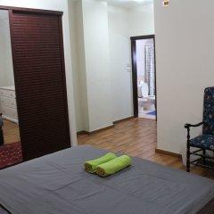 Отель Beautiful 2 BR Apt Quiet & Private Иордания, Амман - отзывы, цены и фото номеров - забронировать отель Beautiful 2 BR Apt Quiet & Private онлайн комната для гостей фото 2