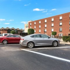 Отель Holiday Inn Express Columbus Downtown США, Колумбус - отзывы, цены и фото номеров - забронировать отель Holiday Inn Express Columbus Downtown онлайн парковка
