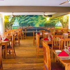 Отель Travellers Beach Resort питание