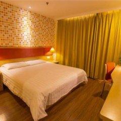 Отель Home Inn Beijing Xidan Joy City Китай, Пекин - отзывы, цены и фото номеров - забронировать отель Home Inn Beijing Xidan Joy City онлайн комната для гостей фото 2
