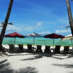 Отель The Club Ten Beach Resort Филиппины, остров Боракай - отзывы, цены и фото номеров - забронировать отель The Club Ten Beach Resort онлайн пляж фото 2