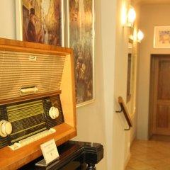 Отель Бутик-отель The Golden Wheel Чехия, Прага - отзывы, цены и фото номеров - забронировать отель Бутик-отель The Golden Wheel онлайн сейф в номере