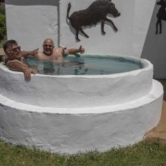 Отель Kromrivier Farm Stays бассейн