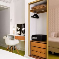 Legendary Porto Hotel сейф в номере