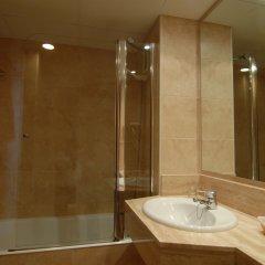 Отель Beverly Park & Spa Испания, Бланес - 10 отзывов об отеле, цены и фото номеров - забронировать отель Beverly Park & Spa онлайн ванная