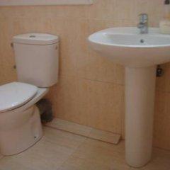 Отель Hostal Turis Alba Барселона ванная фото 2