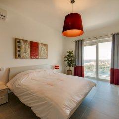Отель THE Ultimate Luxury, Sliema With Pool Мальта, Слима - отзывы, цены и фото номеров - забронировать отель THE Ultimate Luxury, Sliema With Pool онлайн комната для гостей фото 5