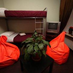 Acme Hostel сейф в номере