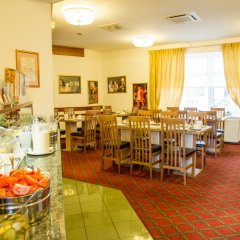 Отель Goldenes Theaterhotel Австрия, Зальцбург - отзывы, цены и фото номеров - забронировать отель Goldenes Theaterhotel онлайн питание фото 2