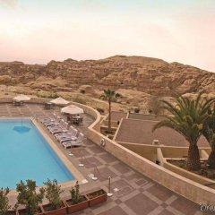 Отель Crowne Plaza Resort Petra Иордания, Вади-Муса - отзывы, цены и фото номеров - забронировать отель Crowne Plaza Resort Petra онлайн бассейн