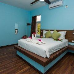 Отель Blue West Villas сейф в номере