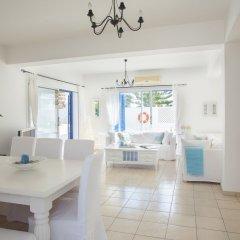 Отель Mimosa Seafront Villa Кипр, Протарас - отзывы, цены и фото номеров - забронировать отель Mimosa Seafront Villa онлайн комната для гостей фото 3